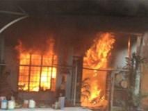 Hà Nội: Mâu thuẫn tình cảm, nam thanh niên mua xăng đốt nhà, dùng dao đâm 2 người trọng thương