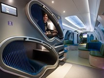 Hết ô-tô, giờ đến tàu điện cũng tự động lái: Có ghế chống rung, máy tính bảng, phòng tập gym
