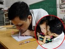 """Thầy giáo viết chữ bằng miệng: """"Giờ đây con trai là đôi chân, đôi tay của tôi"""""""