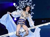 Cú 'vồ ếch' lịch sử của show nội y Victoria's Secret: Siêu mẫu xứ Trung ngã sấp mặt
