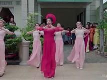 """Cô dâu cùng dàn hotgirl bưng quả nhảy """"Cô ba Sài Gòn"""" cực chất!"""