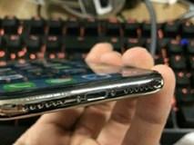 iPhone X mới dùng vài tuần đã bong tróc nham nhở, không chỉ một mà rất nhiều người gặp phải