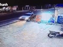 Clip: Pha đánh lái khiến bao người thót tim của tài xế ô tô