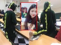 Cô bạn mặc đồ khủng long tới lớp: Trời lạnh chỉ là chuyện nhỏ thôi!