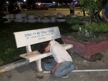 Người đàn ông chết gục bên ghế đá ở công viên