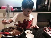 """Chỉ mới 7 tuổi, Subeo tự tay làm bánh socola """"gây sốt"""" cộng đồng mạng"""