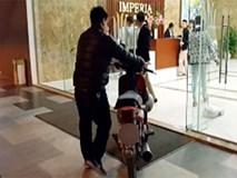Hà Nội: Thực hư vụ cư dân dắt xe máy lên căn hộ cao cấp, phản đối phí gửi xe quá cao