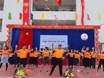 Thầy cô giáo 'náo loạn' sân trường với vũ đạo 'Bống bống bang bang' siêu dễ thương
