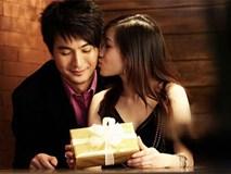 """Bạn gái quy định yêu 1 tháng mới nắm tay nhưng vừa """"đá"""" tôi, em đã ôm hôn người khác"""