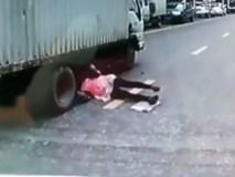 Bất cẩn khi qua đường, người phụ nữ thoát chết thần kì khi chui tọt vào gầm xe tải