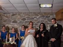 Vợ cũ cùng con riêng của chồng đến dự hôn lễ, cô dâu lên tiếng phát biểu khiến ai cũng khóc rất nhiều