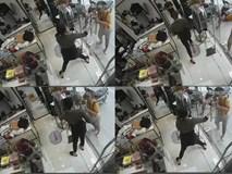 Thanh niên tay cầm liềm lừ lừ vào đòi mua áo, chủ shop gào thét thất thanh