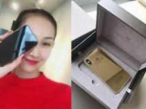 """Bỏ gần 1 tỷ """"độ"""" iPhone X vàng nguyên khối đầu tiên tại Việt Nam"""