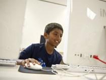 Cậu bé trở thành chuyên gia của Microsoft khi 9 tuổi sắp vào đại học