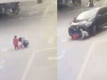 Cho con đi vệ sinh giữa đường, mẹ còn mải buôn điện thoại khiến bé bị tai nạn thương tâm