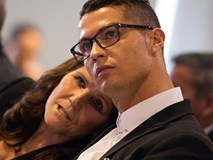 Chỉ Ronaldo mới mang mẹ đi nhận Quả bóng Vàng