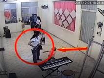 Clip: Giả dạng vào đăng ký học cho con, người phụ nữ nhanh tay lấy trộm điện thoại ngay trong lớp học
