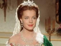 Nữ hoàng xinh đẹp nhất thế giới và chuyện làm đẹp ly kỳ: Đắp mặt bằng thịt tươi, gội đầu bằng rượu...
