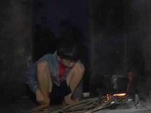 Bé trai 9 tuổi sống 1 mình hơn 700 ngày bên những ngôi mộ rêu phong