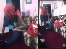 """Nữ sinh tuổi teen bị bố dùng dây lưng đánh dã man, cạo đầu cảnh cáo vì """"đua đòi"""" dùng mạng xã hội"""