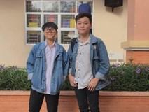 Hai nam sinh vừa đàn vừa hát loạt hit Vpop trong lớp học 'đốn tim' người nghe