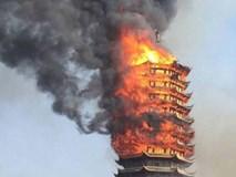Cửu lung linh tháp cao nhất châu Á bốc cháy ngùn ngụt trong biển lửa