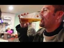 Bị đỏ mặt khi uống bia? Không tốt tí nào đâu!