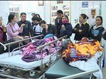 """16 trẻ nhập viện do sập lan can trường học: """"Con rơi từ tầng 2 xuống cùng hơn 10 bạn"""""""