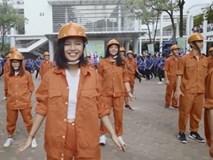 Clip: Sinh viên Đại học Xây dựng nhảy flashmob cực 'chất'