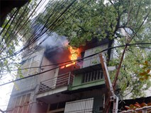 Hà Nội: Cháy lớn trên phố Lạc Nghiệp, khói đen cuộn kín bầu trời