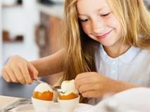 Chớ cho con ăn trứng gà vào những thời điểm này, bổ béo chả thấy đâu lại vô tình hại con