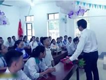 Thầy giáo hạnh phúc nhất năm: Học sinh tổ chức sinh nhật, đồng thanh hát mừng cực tình cảm