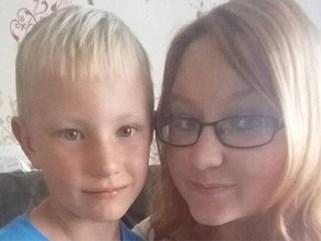 Bi kịch cậu bé đến bên giường chào mẹ đi học, phát hiện mẹ đã tử vong từ lúc nào
