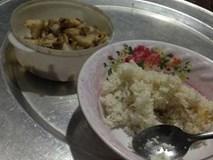 """Bữa cơm ở cữ nghèo nàn và cuộc sống """"cá không ăn muối cá ươn"""" của nàng dâu trẻ"""