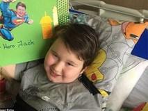 Cậu bé 8 tuổi tự tử, người mẹ đau đớn bỏ tất cả để lao vào cuộc chiến níu kéo cuộc sống của con