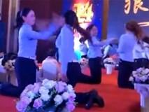 Clip nhân viên nữ tát nhau trong tiệc cuối năm gây phẫn nộ
