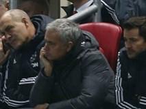 """Man Utd thua sốc """"đội tí hon"""", HLV Mourinho 4 lần nói từ """"may mắn"""""""