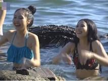 Sốc với cảnh xé áo lộ ngực trần phản cảm trong phim hài Tết