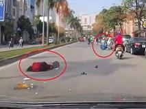 Bưng tô phở sang đường, bị xe máy phóng như bay tông ngã gục