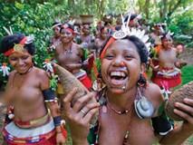 """Chuyện yêu thú vị ở đảo quốc """"nữ quyền"""": Phụ nữ đi """"săn trai"""", có những căn lều để ngoại tình thoải mái"""