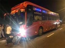 Bị xe khách Phương Trang kéo lê hàng chục mét, 2 thanh niên chạy xe máy chết thảm