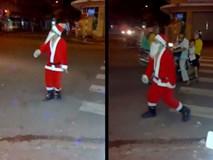 """Đây hẳn là ông già Noel """"quẩy gắt nhất"""" 24 giờ qua"""