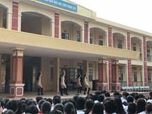 Trường học bị chỉ trích vì diễn văn nghệ phản cảm như vũ trường