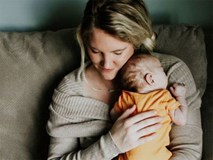Con bị dị tật nhưng nhất quyết giữ đến cùng, nhiều tháng sau, người mẹ nhận được một thứ khiến cô rơi nước mắt
