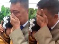 Bố khóc nức nở tiễn con về nhà chồng gây bão mạng: 'Nhà có 2 đứa, 1 đứa đi rồi, đứa kia lấy chồng nốt thì bố trắng tay'