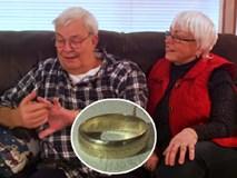 Đánh rơi nhẫn cưới từ rất nhiều năm trước, cặp vợ chồng không ngờ nó lại