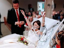 """""""Cái chết cũng không thể chia lìa đôi ta"""": Lễ cưới đẫm nước mắt trước khi cô dâu qua đời"""