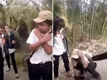 Nam sinh lớp 8 bị nhóm nữ sinh chặn đường, đạp vào người, tát túi bụi vào mặt khiến dư luận bức xúc