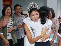 Tân hoa hậu H'Hen Niê xúc động ôm chầm lấy cô giáo khi về thăm trường cũ