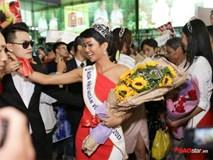 Hoa hậu H'Hen Niê cùng Hoàng Thùy – Mâu Thủy chật vật thoát khỏi vòng vây người hâm mộ